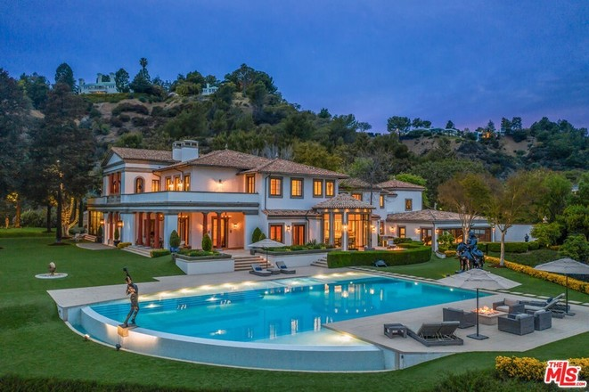 8-Bedroom House In Beverly Crest
