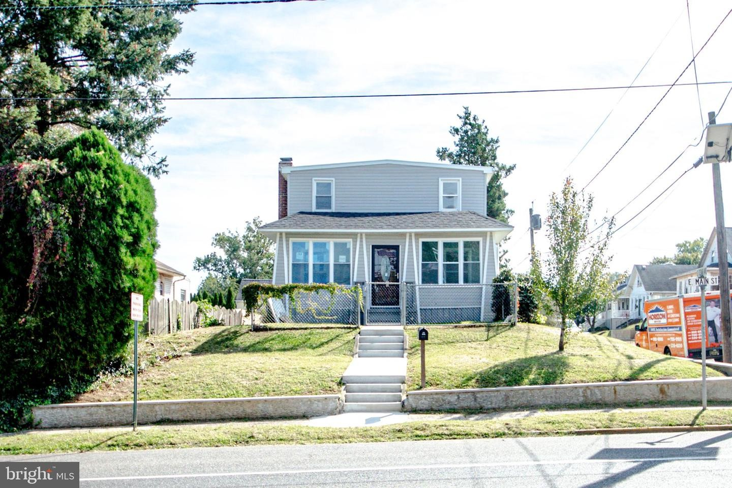 4-Bedroom House In Maple Heights