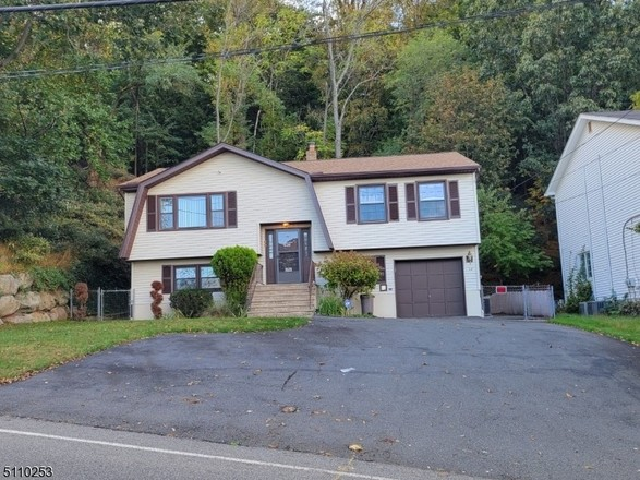 Remodeled 4-Bedroom House In Albion