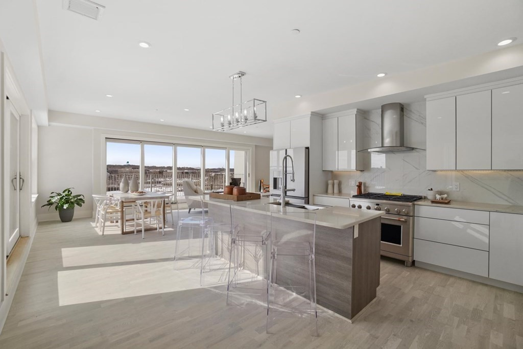 Penthouse In South Quincy