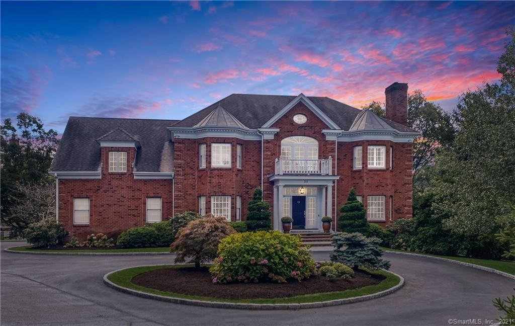 Luxurious 4-Bedroom House In North Stamford
