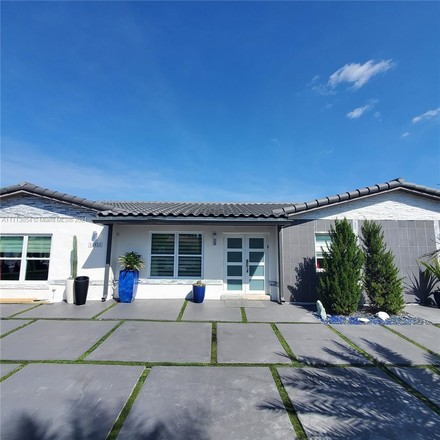 Renovated 3-Bedroom House In Kendale Lakes