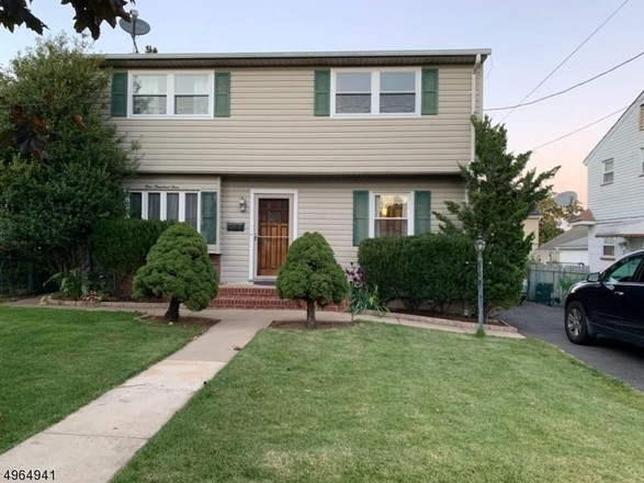 Updated 4-Bedroom House In Albion