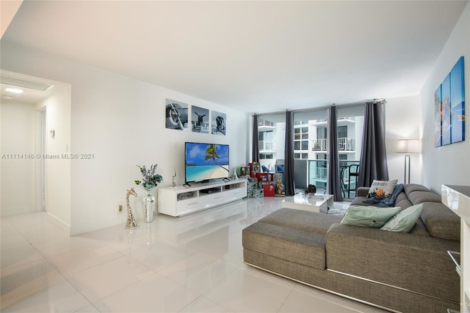 Remodeled 1-Bedroom Condo In West Avenue