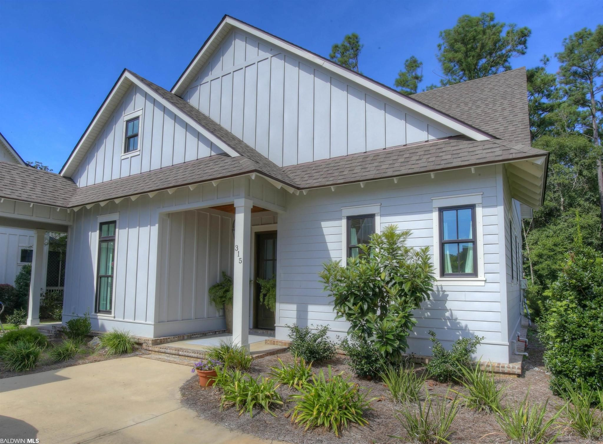 Upgraded 4-Bedroom House In Point Clear