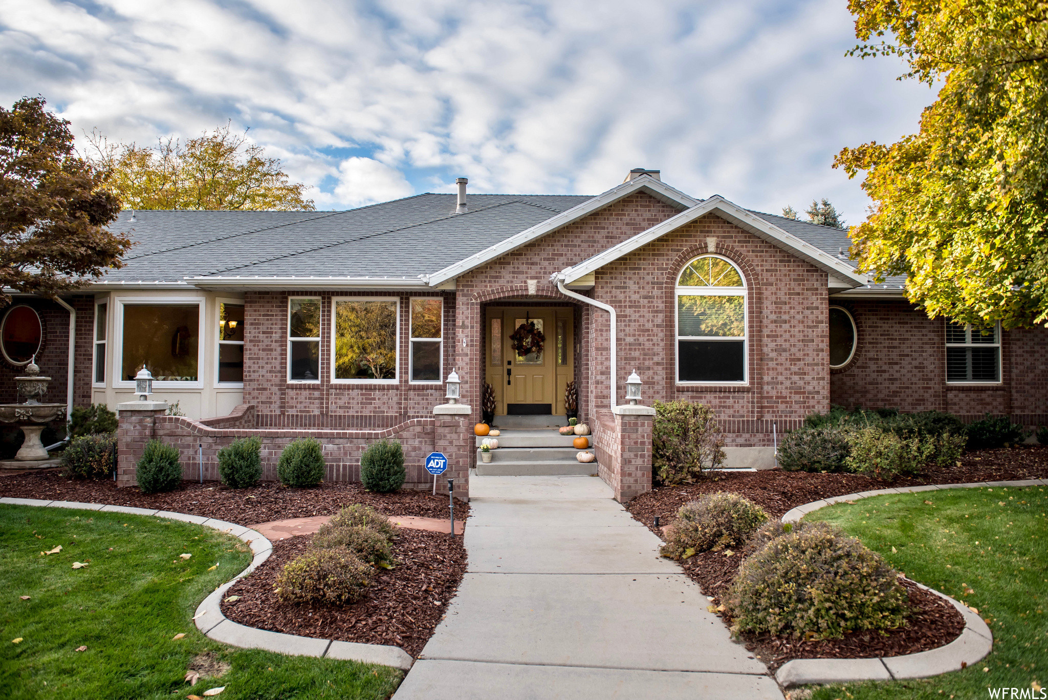 Updated 7-Bedroom House In Pepper Dell