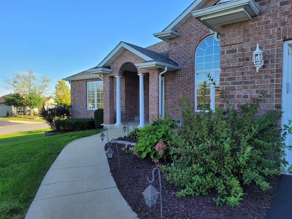 Upscale 3-Bedroom House In Crystal Hills