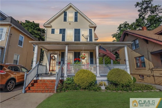 Updated 3-Bedroom House In South River