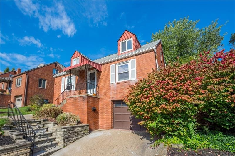 Updated 3-Bedroom House In Castle Shannon