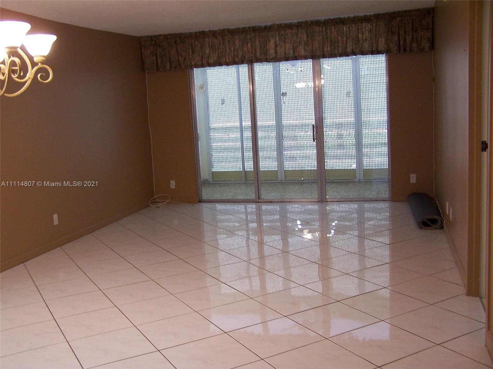 Upgraded 2-Bedroom Condo In Lauderdale Lakes West Gate