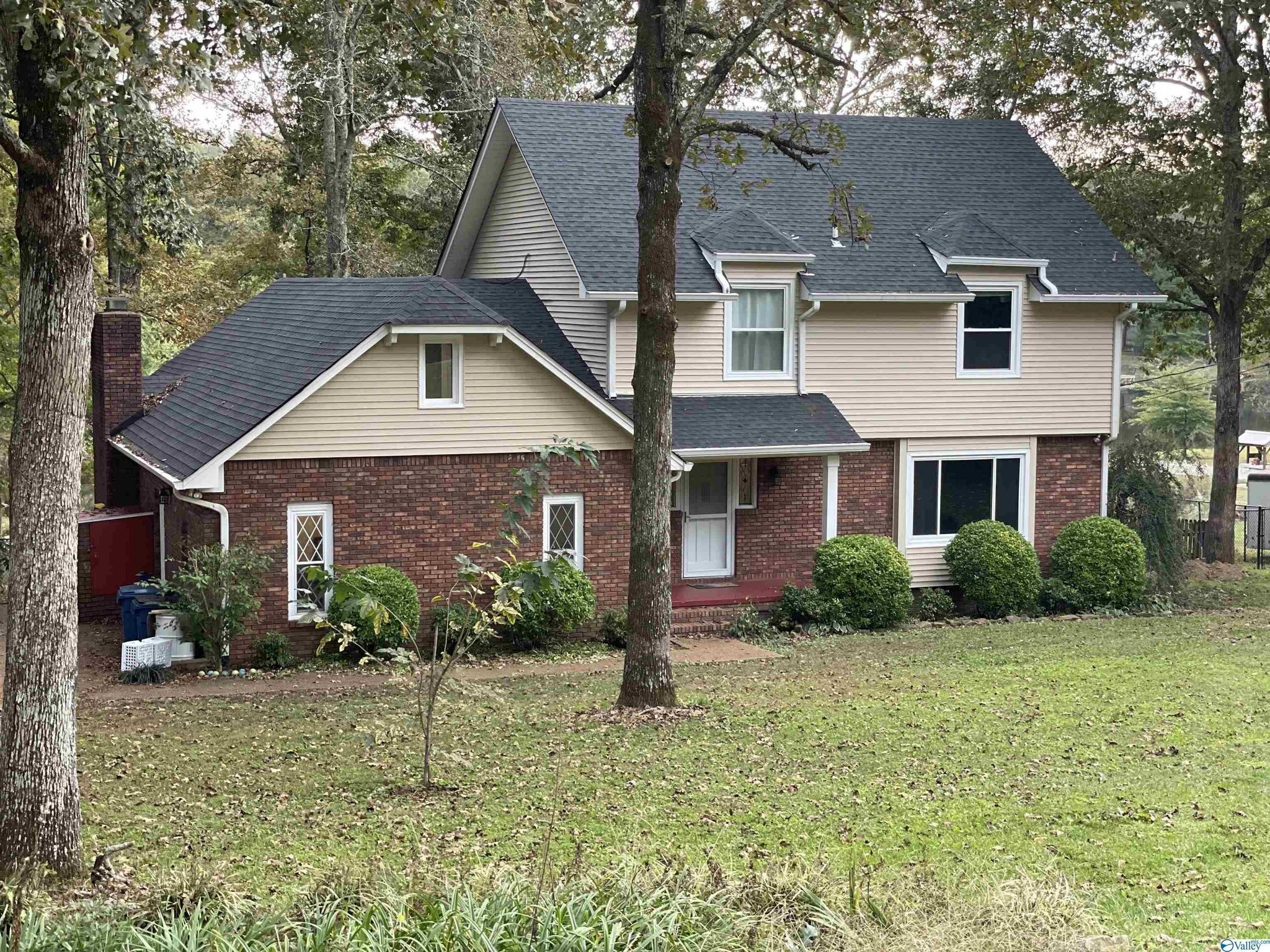 Updated 3-Bedroom House In Pine Lake And Estates