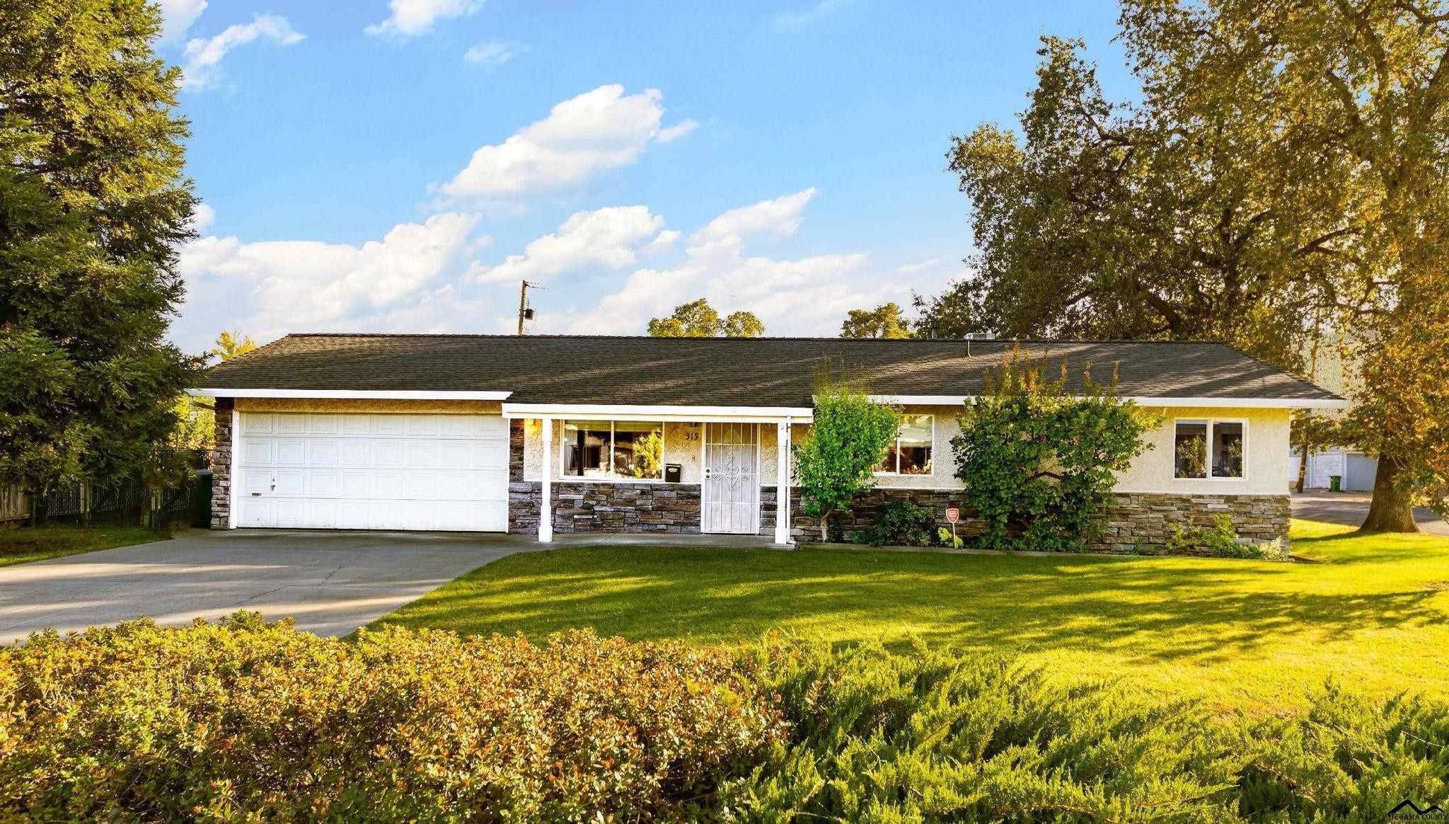 Updated 3-Bedroom House In Corning