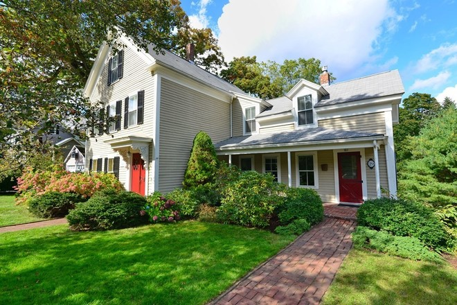 Renovated 5-Bedroom House In Medway Village Historic District