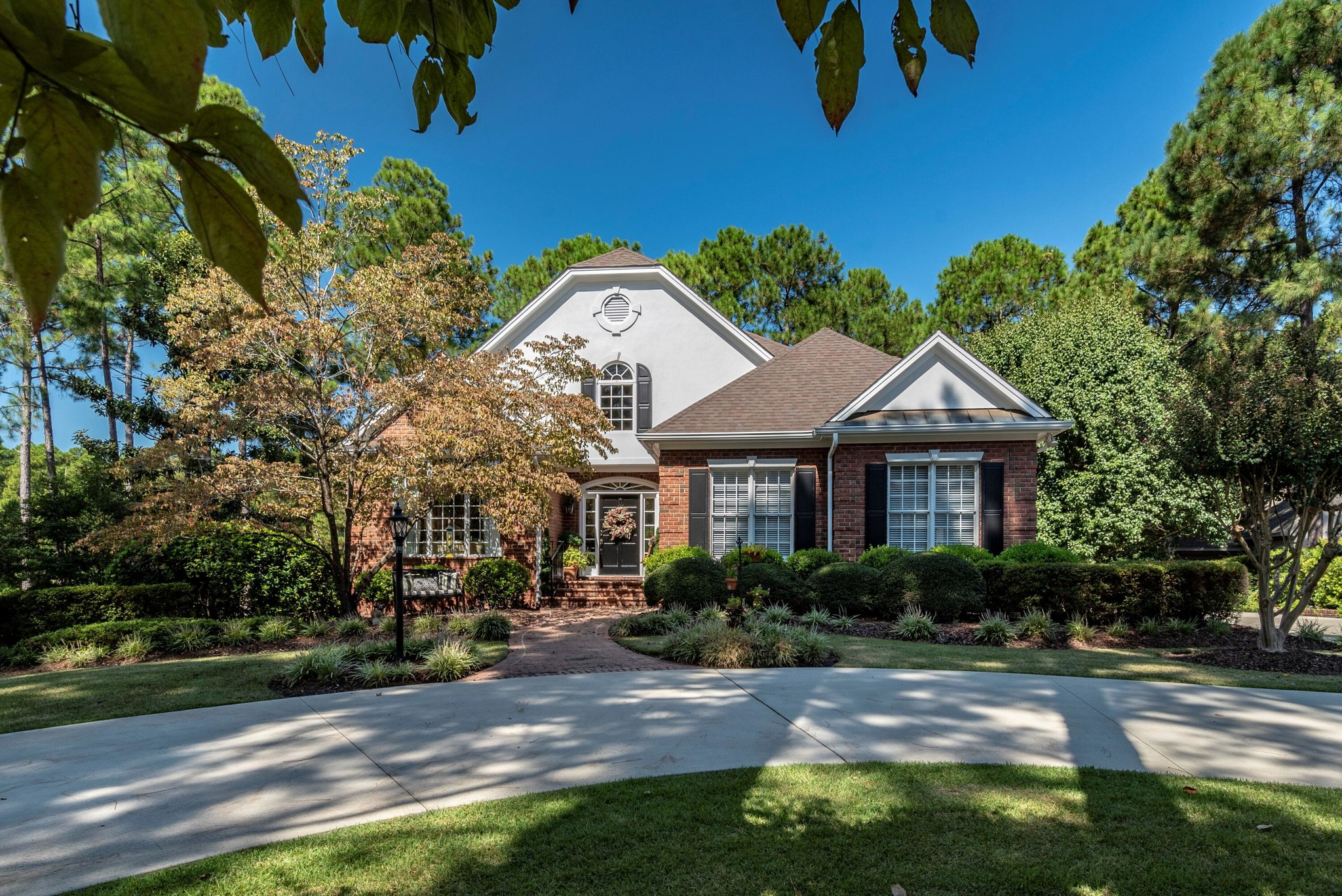 Remodeled 6-Bedroom House In Mid South Club