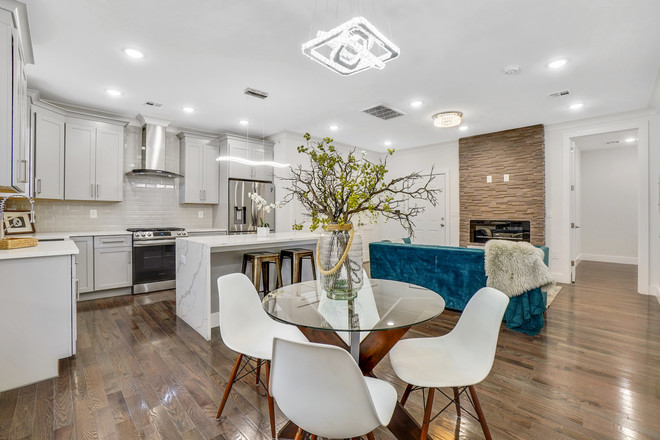 Condo In West Side