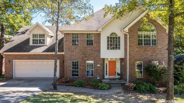 Updated 4-Bedroom House In St Charles