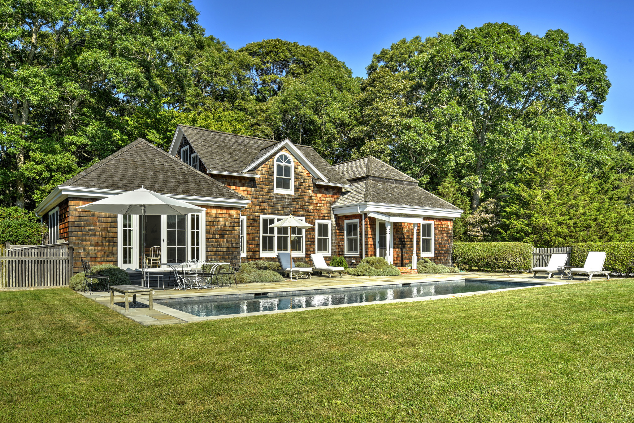 Renovated 3-Bedroom House In East Hampton North