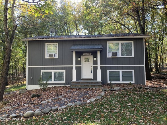 Upscale 4-Bedroom House In Milford