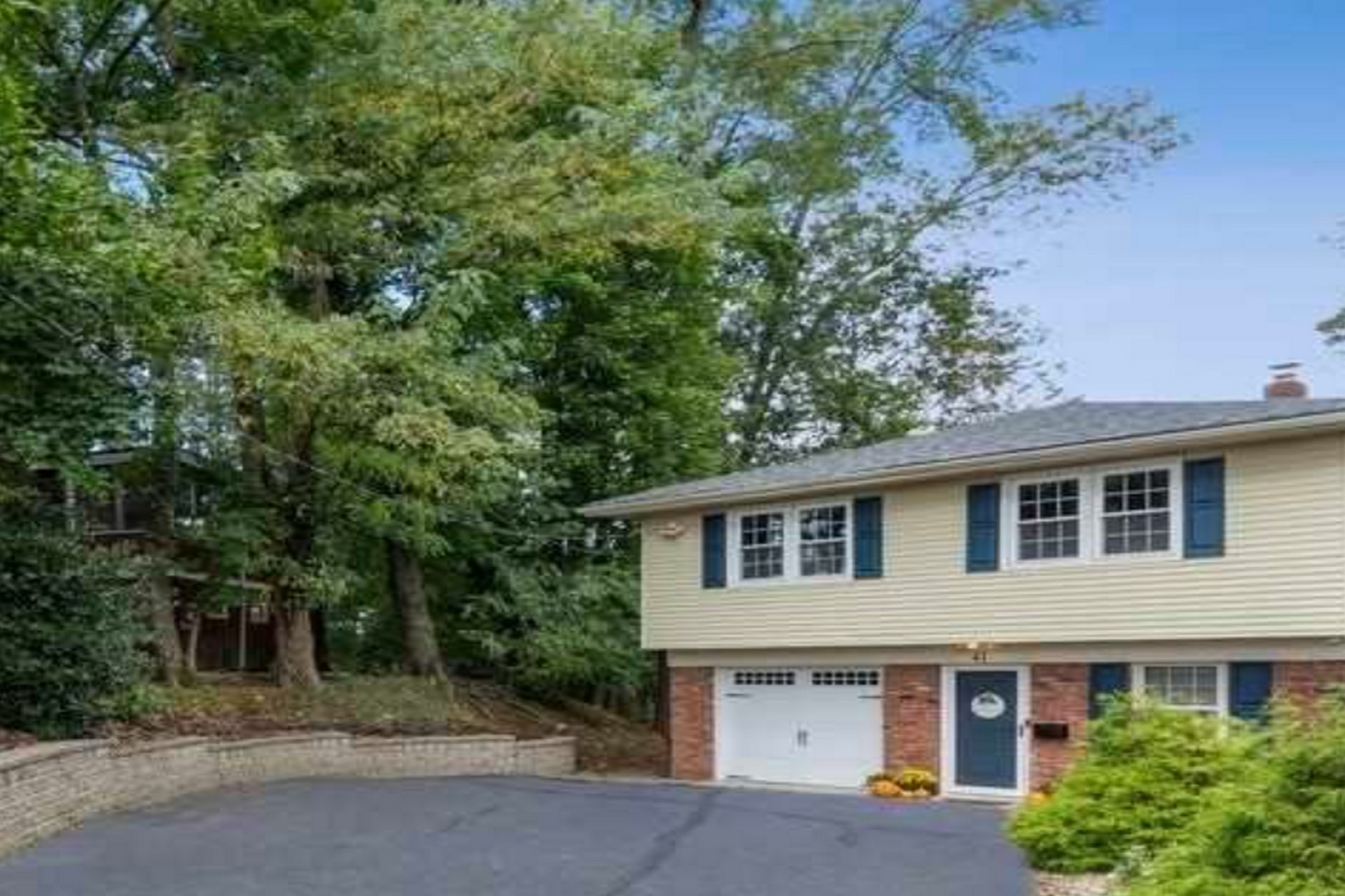 Upscale 4-Bedroom House In Norwood