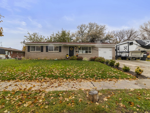 Updated 3-Bedroom House In Sandallwood Acres