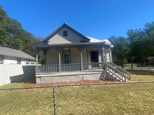 Renovated 2-Bedroom House In Rose Hill Heights