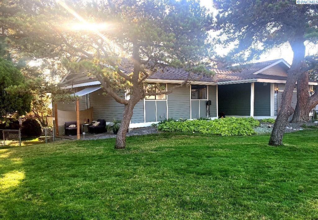 Updated 4-Bedroom House In Lakeview Terrace