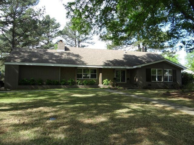 Remodeled 5-Bedroom House In Colonial Heights