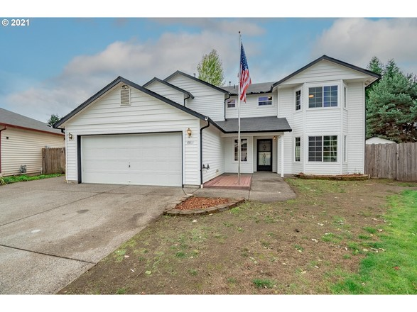 Updated 4-Bedroom House In Maple Tree