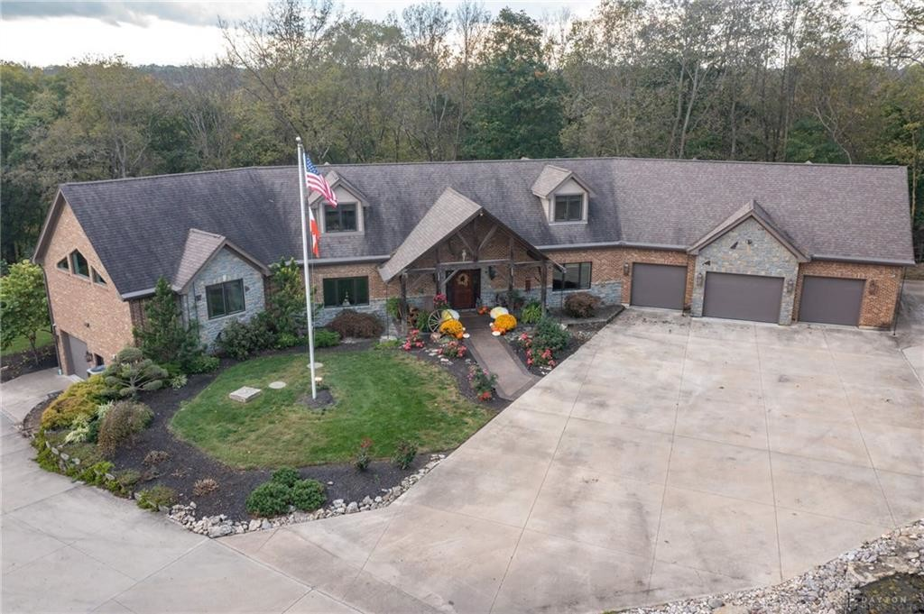 Upscale 5-Bedroom House In West Milton