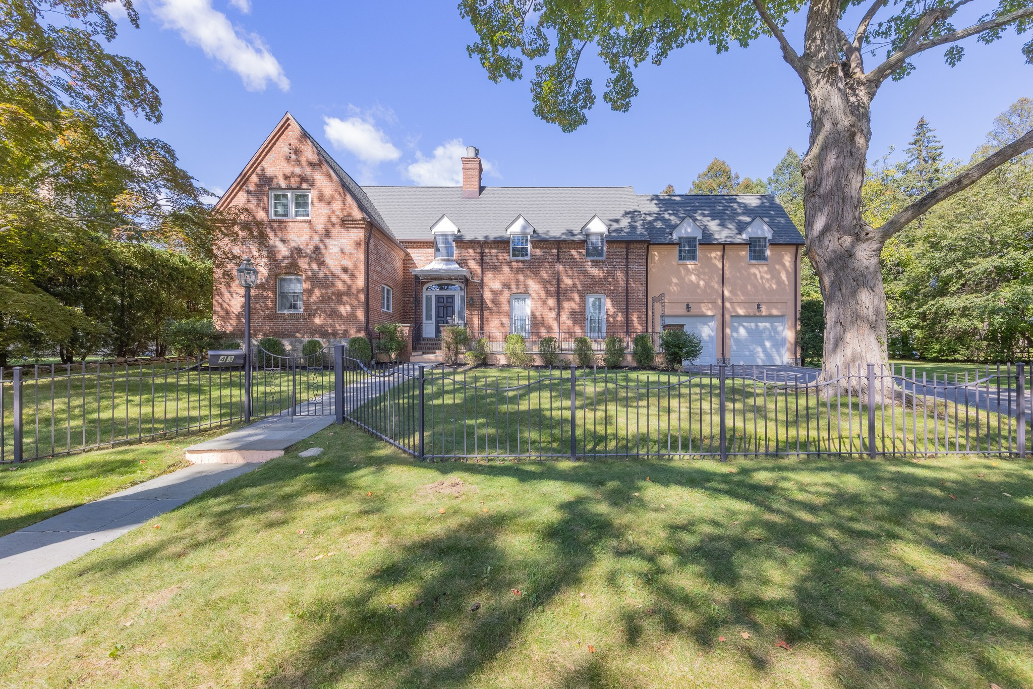 Renovated 4-Bedroom House In Bonnie Meadows