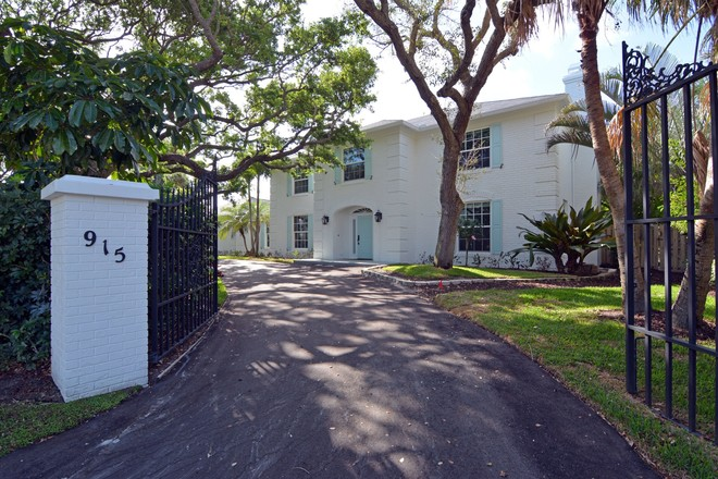 Renovated 4-Bedroom House In Indian River Shores