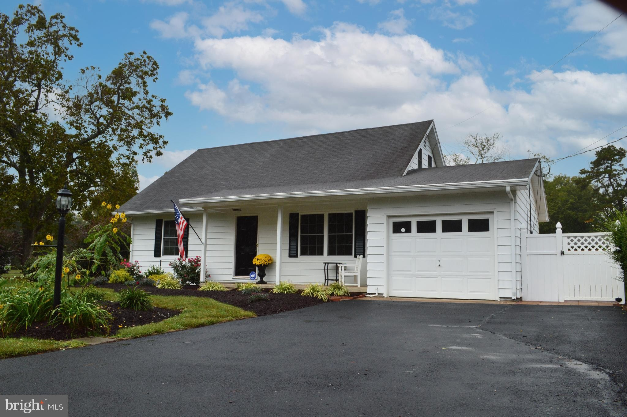 Updated 4-Bedroom House In Seaford