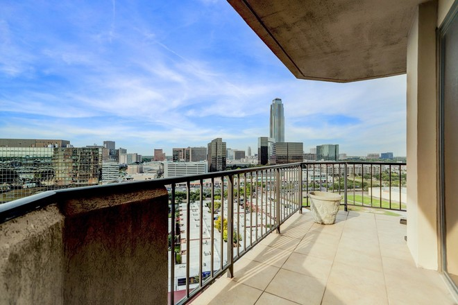 Remodeled 2-Bedroom Condo In Greater Uptown