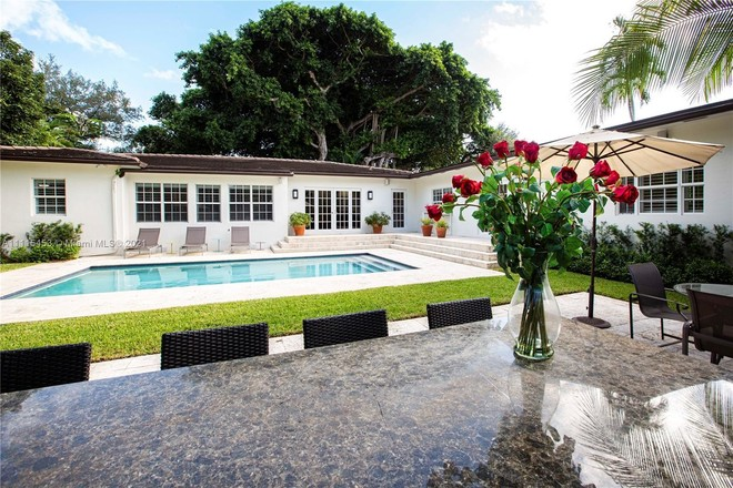 Updated 4-Bedroom House In Country Club Section