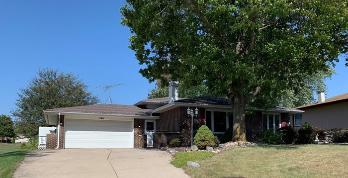 Updated 3-Bedroom House In Crown Point
