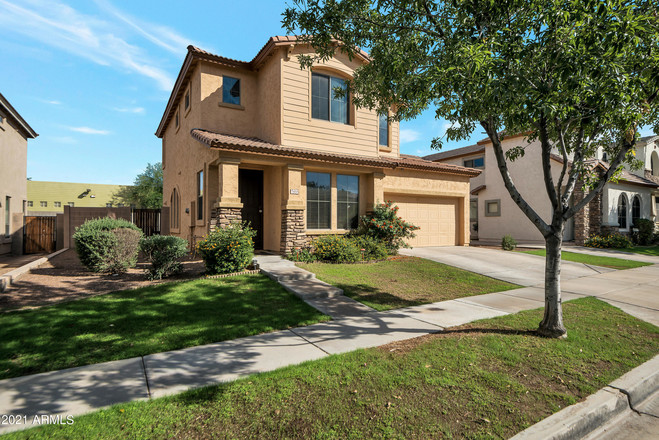 Upgraded 3-Bedroom House In South Mountain