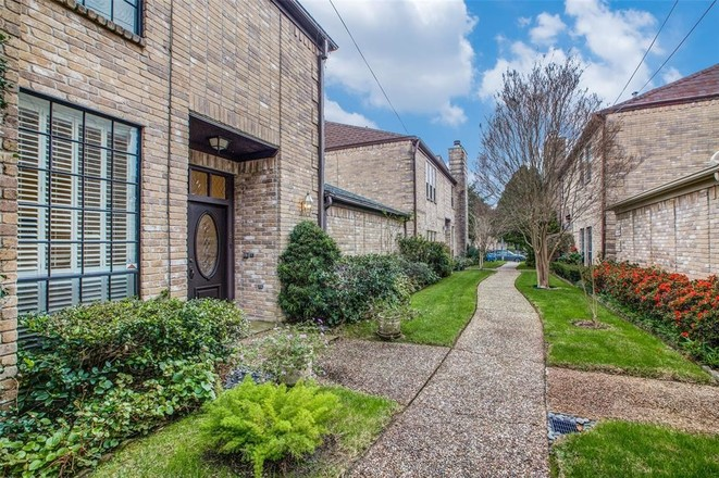 Remodeled 3-Bedroom Townhouse In Greater Uptown