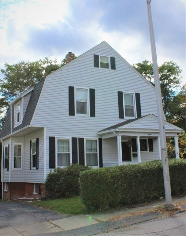Updated 3-Bedroom House In Columbus Park