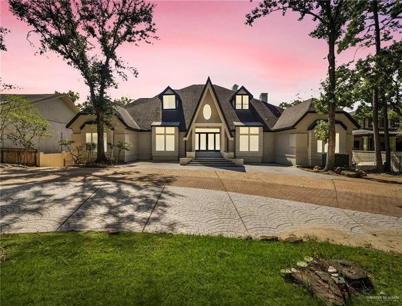 Updated 5-Bedroom House In Briar Forest