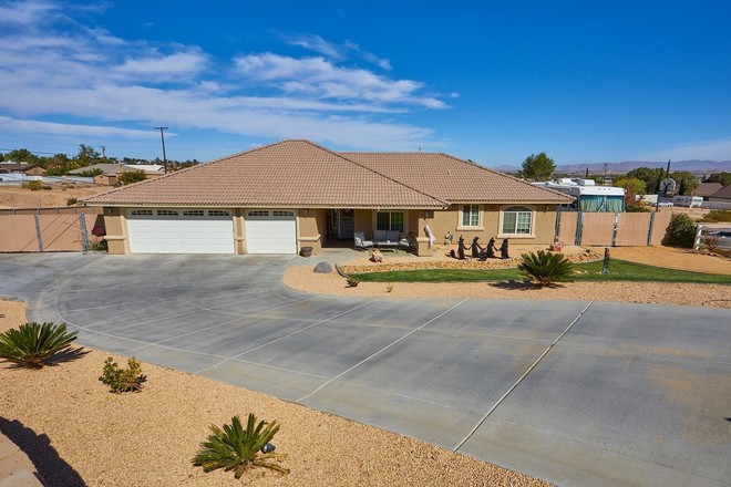 Upgraded 3-Bedroom House In The Mesa