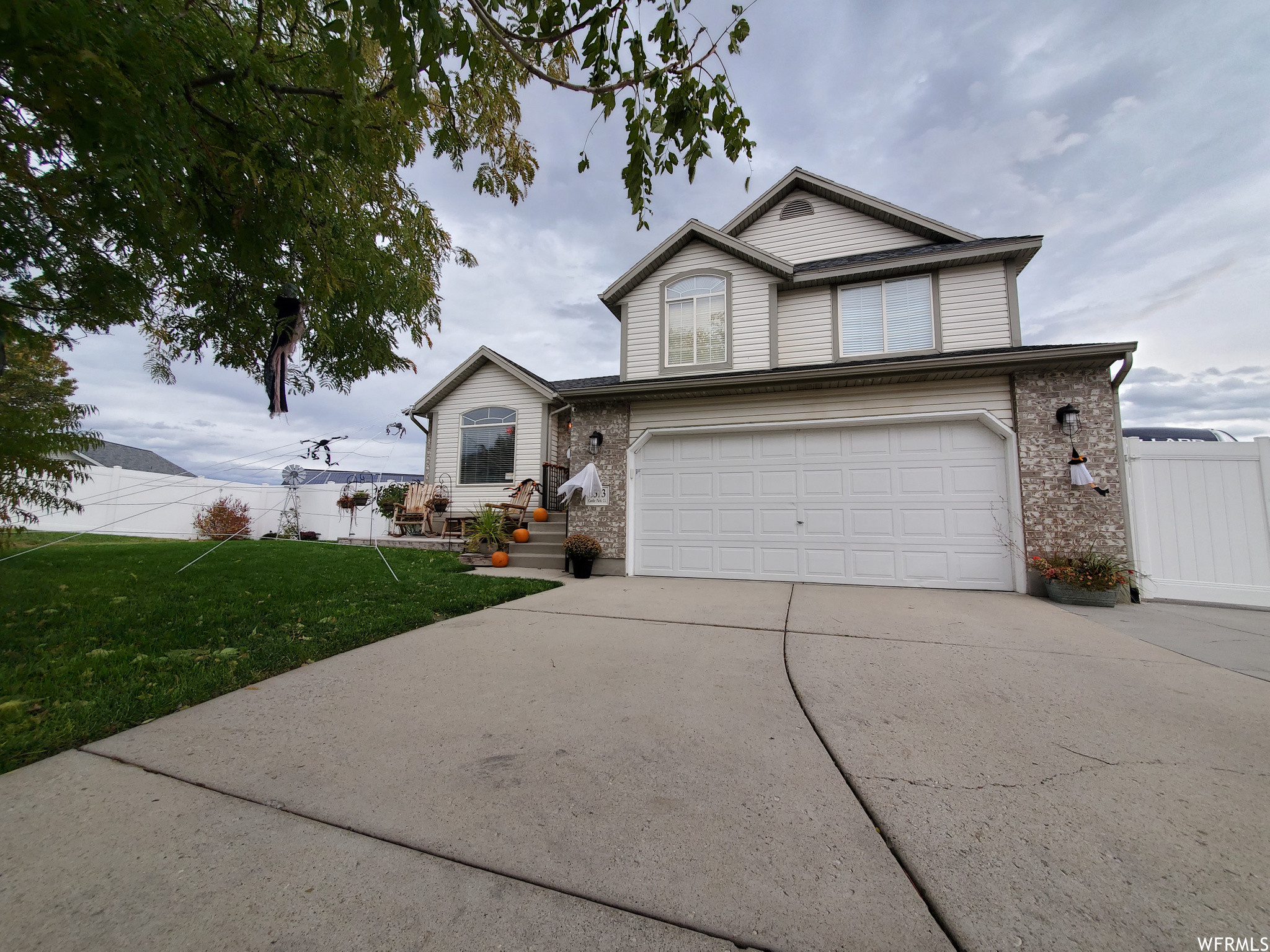 Updated 5-Bedroom House In Oquirrh Point