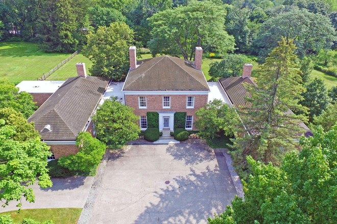 Refined 6-Bedroom House In Lake Forest