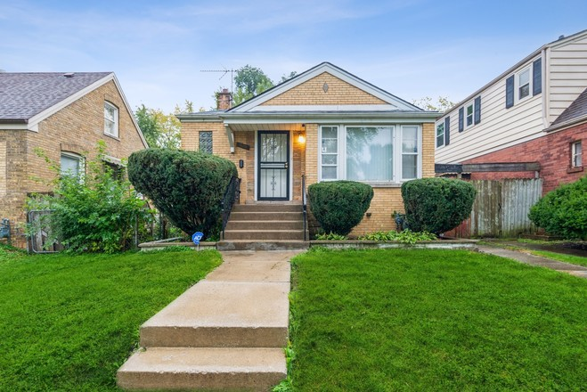 Updated 3-Bedroom House In Riverdale