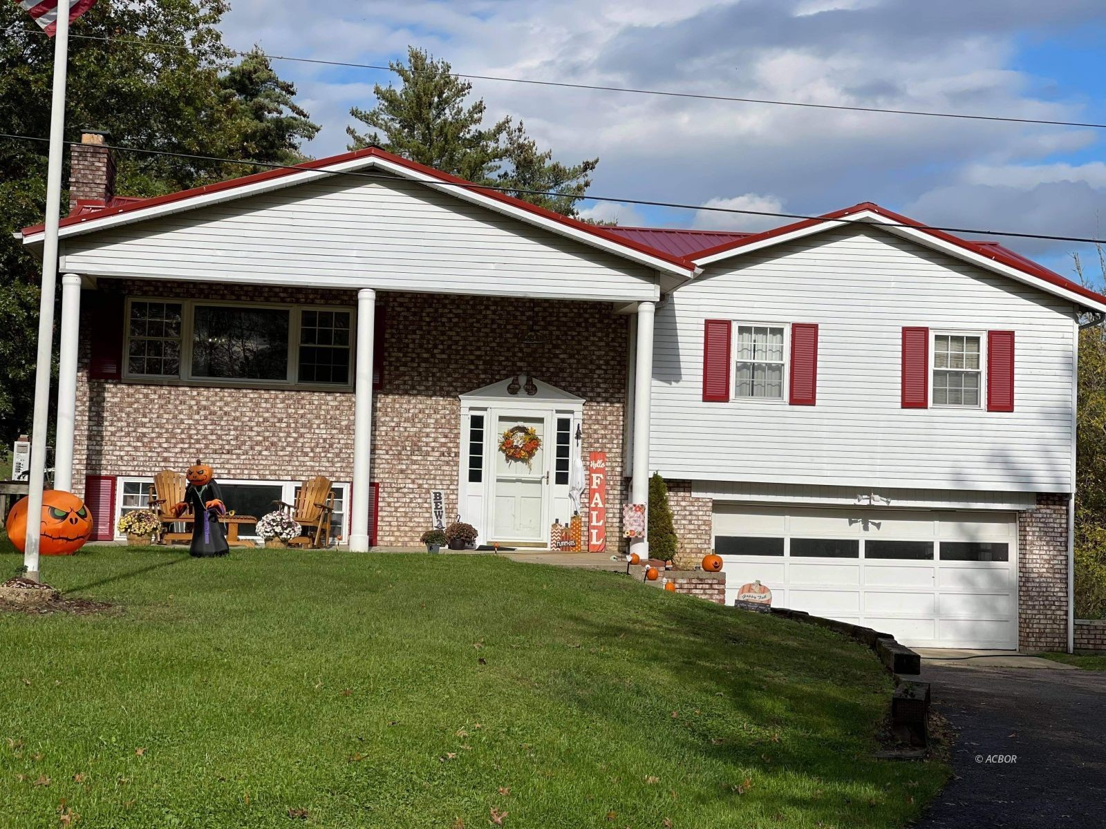 Updated 3-Bedroom House In Glouster