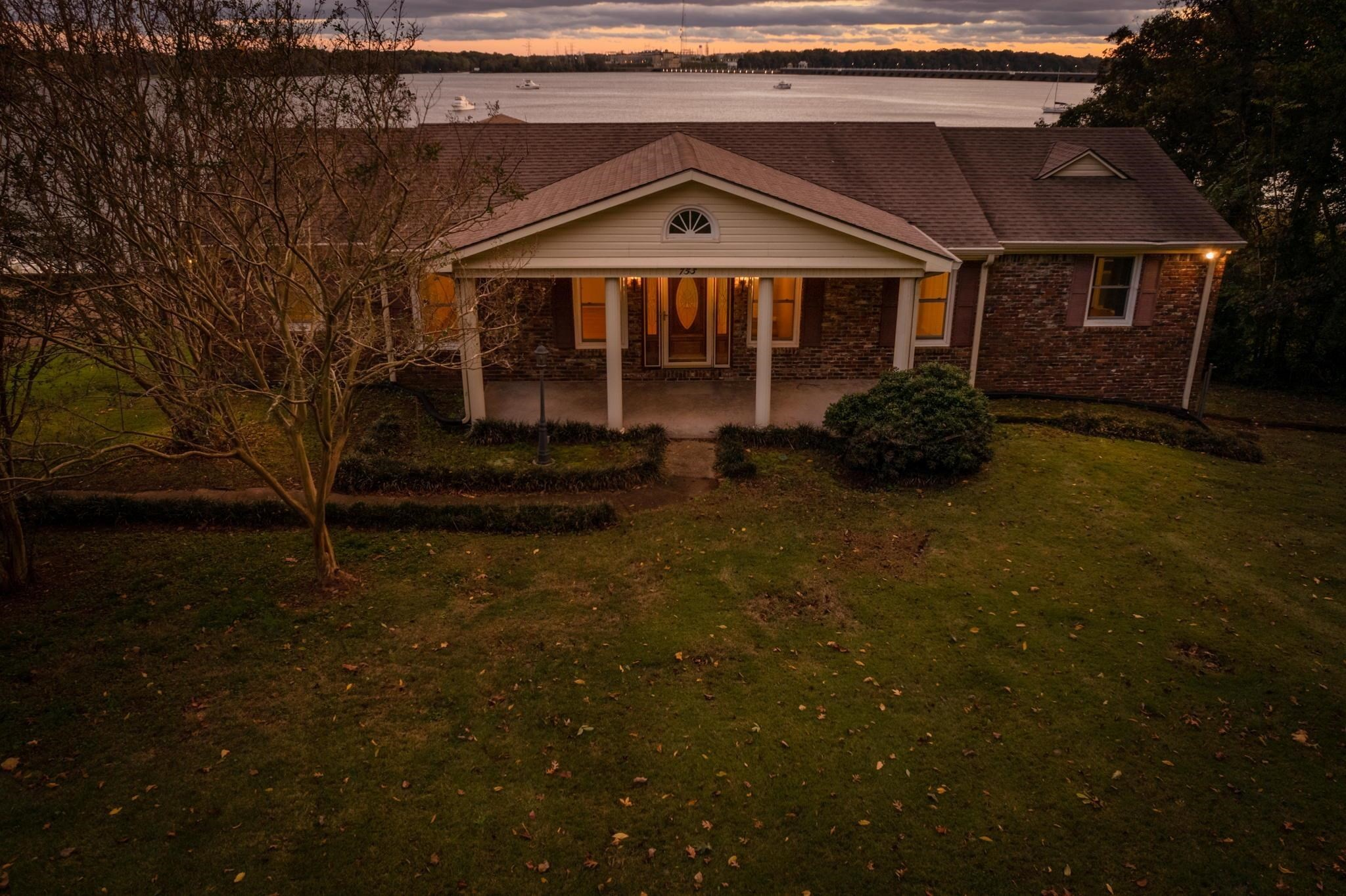 4-Bedroom House In Lakeside Highlands