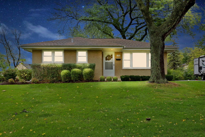 Updated 3-Bedroom House In Downers Grove