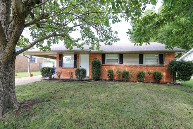 Updated 3-Bedroom House In Brookhaven