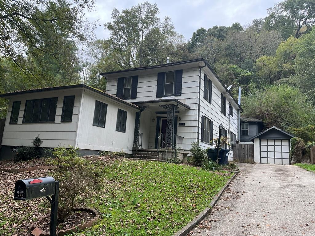2-Story House In Paintsville