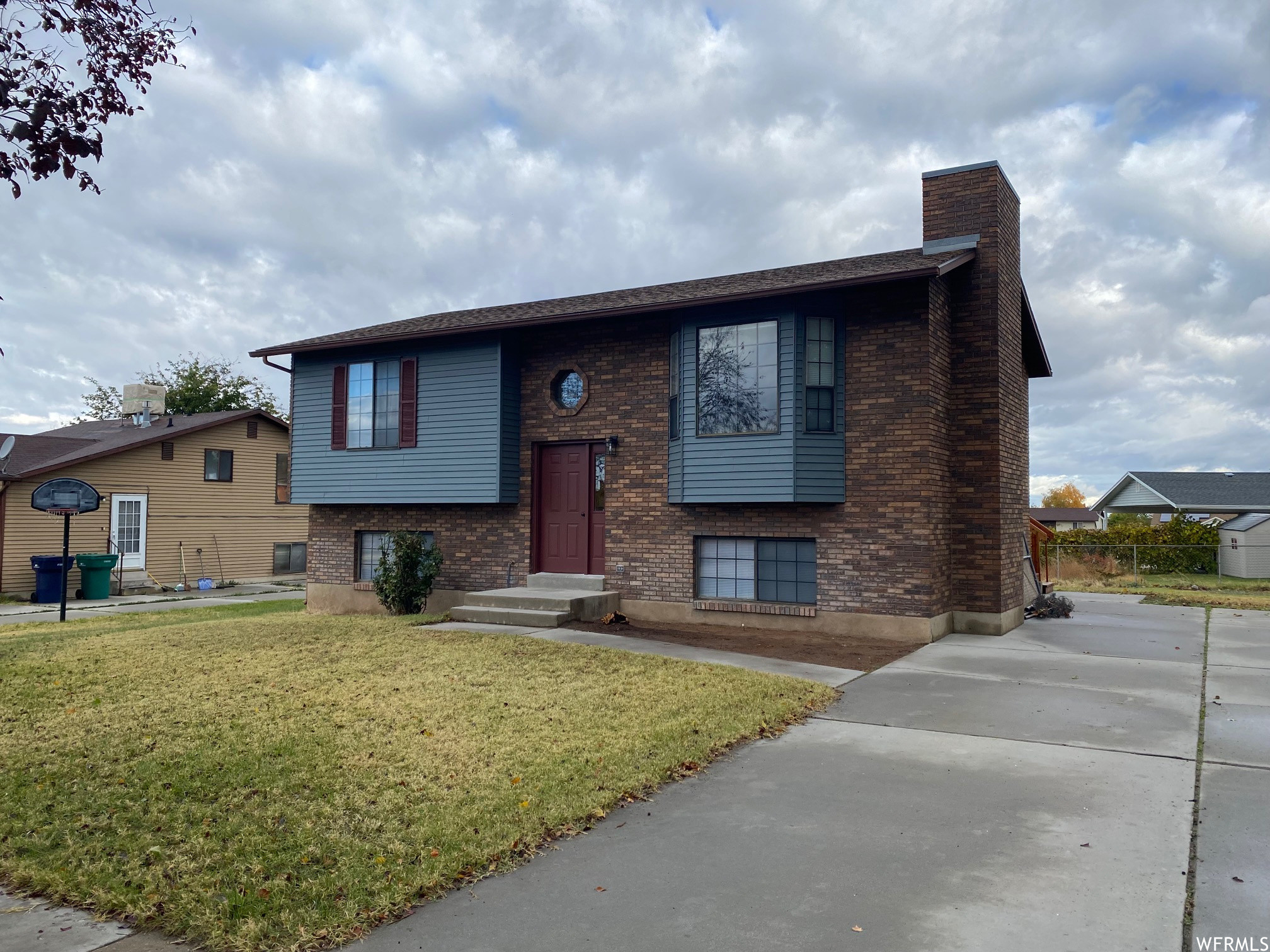 Updated 5-Bedroom House In Roy