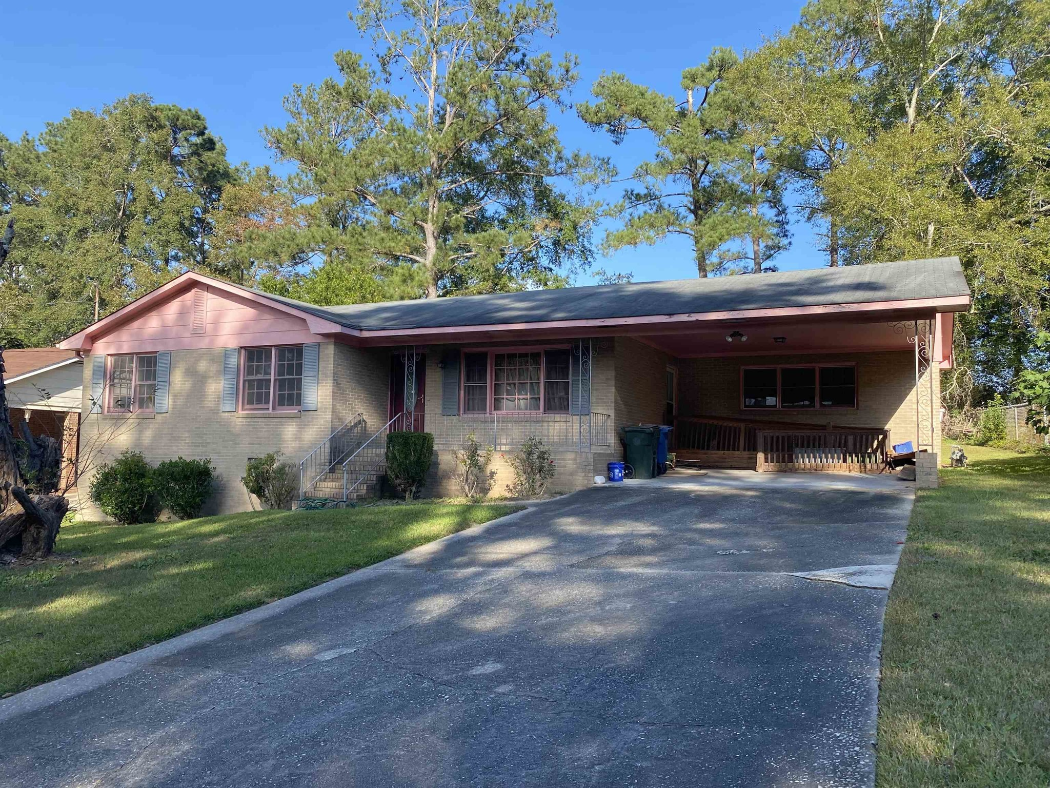 Renovated 3-Bedroom House In Lakeside Hills